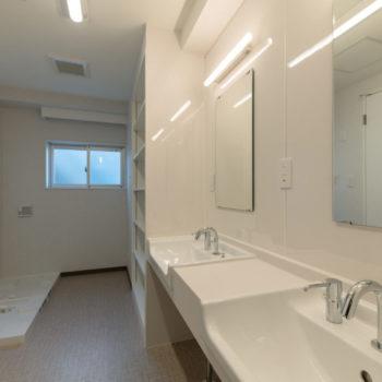 6階(シャワールーム兼洗濯室)